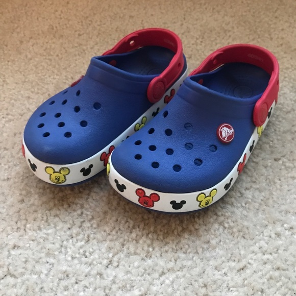 CROCS Shoes   Boys Size 1 Light Up